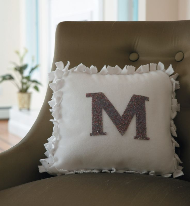 Diy Cute Pillow No Sew : 16 best images about No Sew Ideas on Pinterest Monogram pillows, Upcycle and Thrift stores