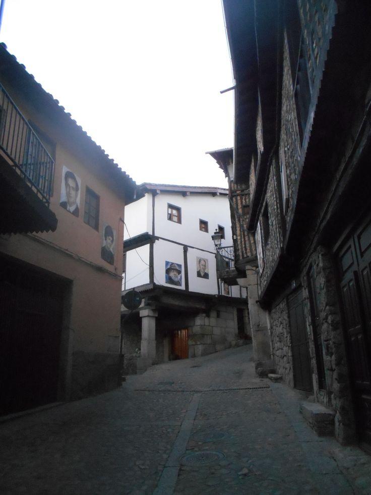 calle en cuesta junto al Rincón de mané