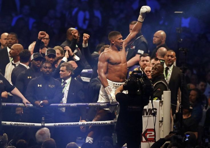 Boxe, nuovo re dei pesi massimi: Joshua manda ko Klitschko