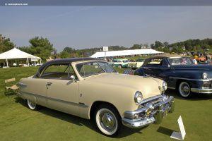 """A versão topo de linha do Ford '51 era a Victoria vista na foto acima  retirada de """"Conceptcarz.com"""". Esta era bem mais rara e cara, mas de inegável beleza e esportividade."""