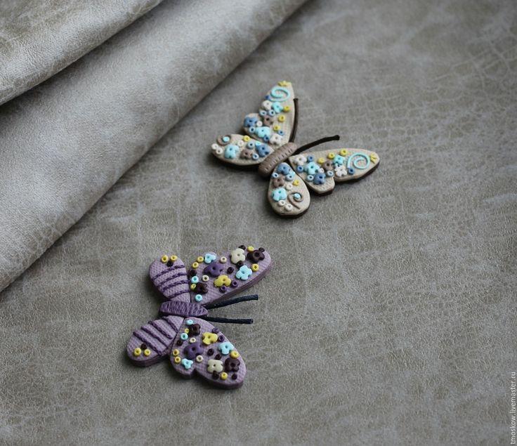 Купить или заказать Волшебная бабочка. Брошь. в интернет-магазине на Ярмарке Мастеров. Волшебная бабочка. Брошь. Выполнена из цветной полимерной глины. Яркая бабочка в фиолетовых тонах и нежная бабочка в бежевых тонах. Легкая, не оттягивает одежду. Добавте в образ немного романтики. Цена указана за 1 бабочку.…