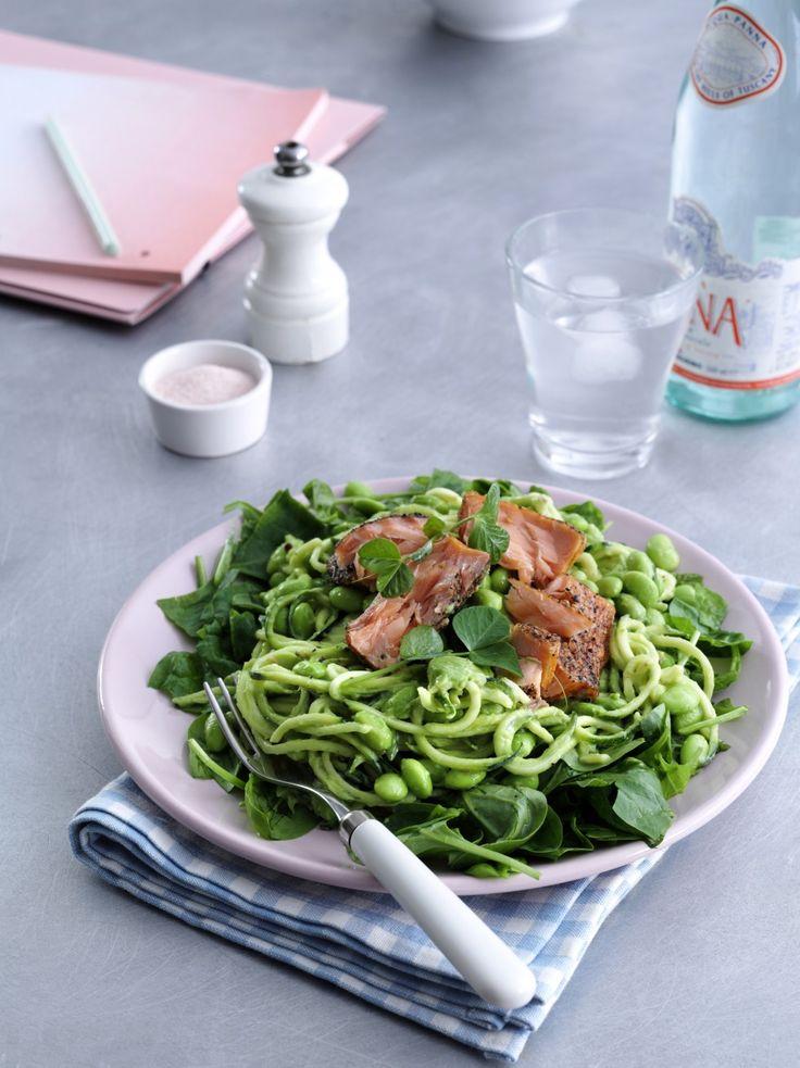 Luksus-salat med varmrøget laks // Squash pasta with avocado dressing and smoked salmon