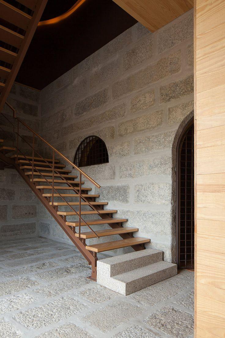 FCC Arquitectura and Paulo Lobo transform old Portuguese wine estate into a tourist attraction