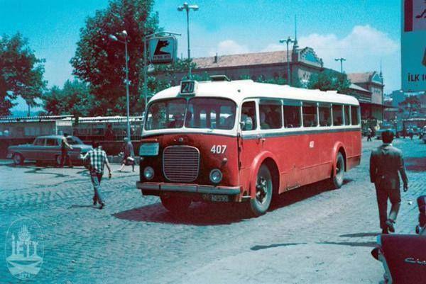 """Yıllar öncesi, Kadıköy... Yıl, 1957. O zamanın """"en sevilen"""" belediye otobüsleri, bunlardı."""