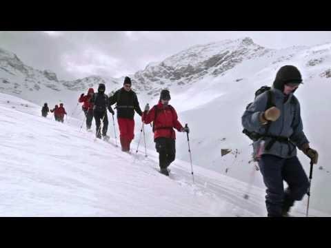 Engadin winterreizen.    Duurzaam de sneeuw in op sneeuwschoenen of ski's. Emmely van Mierlo trok afgelopen winter naar de besneeuwde bergen van het Engadin en filmde beide winterse activiteiten.  Voel je ook wel wat voor een heerlijke wintervakantie in het Zwitserse Engadin, vanuit een comfortabel hotel? Kijk dan eens bij de SNP-reizen naar Engadin.
