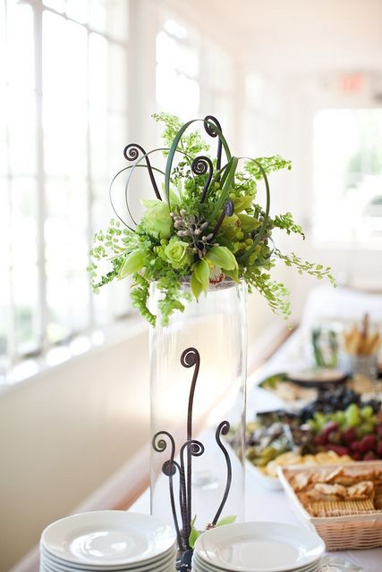 I absolutely adored the buffet arrangement by Cathy Small Brim. Photographed by Laura Stone at Artstar.