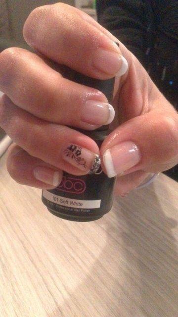 Zelf French Manicure aanbrengen en wekenlang genieten? Het kan met de Pink Gellac Starter set.  Meer info: http://www.pinkgellac.nl/pink-gellac-shop/pink-gellac-starter-set/pink-gellac-french-manicure-set?utm_source=facebook&utm_medium=tijdlijn&utm_campaign=fmshare Soft white, met zwarte versiering ;)