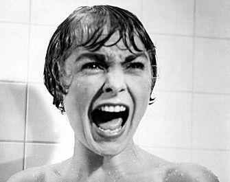 サイコ(1960)/アルフレッド・ヒッチコック監督作品。原作はロバート・ブロックの推理小説。脚色を「黒い蘭」のジョセフ・ステファノがうけもつ。撮影と音楽はジョン・L・ラッセルとバーナード・ハーマンがそれぞれ担当。出演は「のっぽ物語」のアンソニー・パーキンスのほかジョン・ギャビン、ジャネット・リー、ベラ・マイルズら。製作もヒッチコック。最初の邦題は「サイコ-異常心理-」。