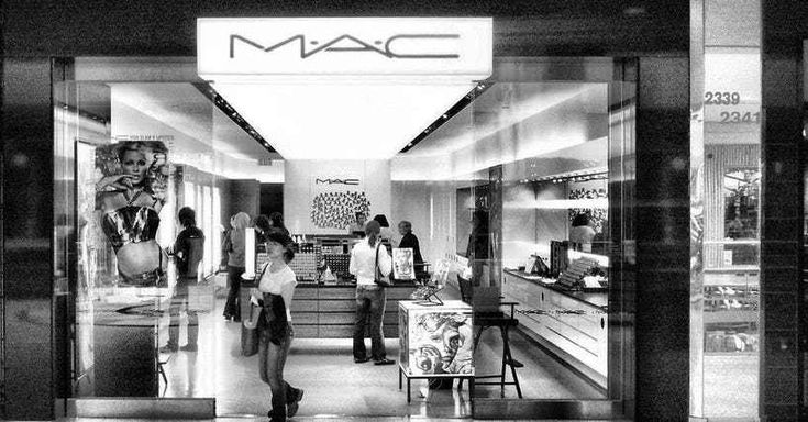 Have you had a bad experience at a MAC counter? Numerousmakeup junkies all over the world have, and they've taken to Reddit to share their horrible MAC store experiences with each other. While rude salespeople are pretty commonplace, MAC employees have been called out for being snobby ...