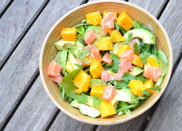 Salade au saumon, mangue et avocat