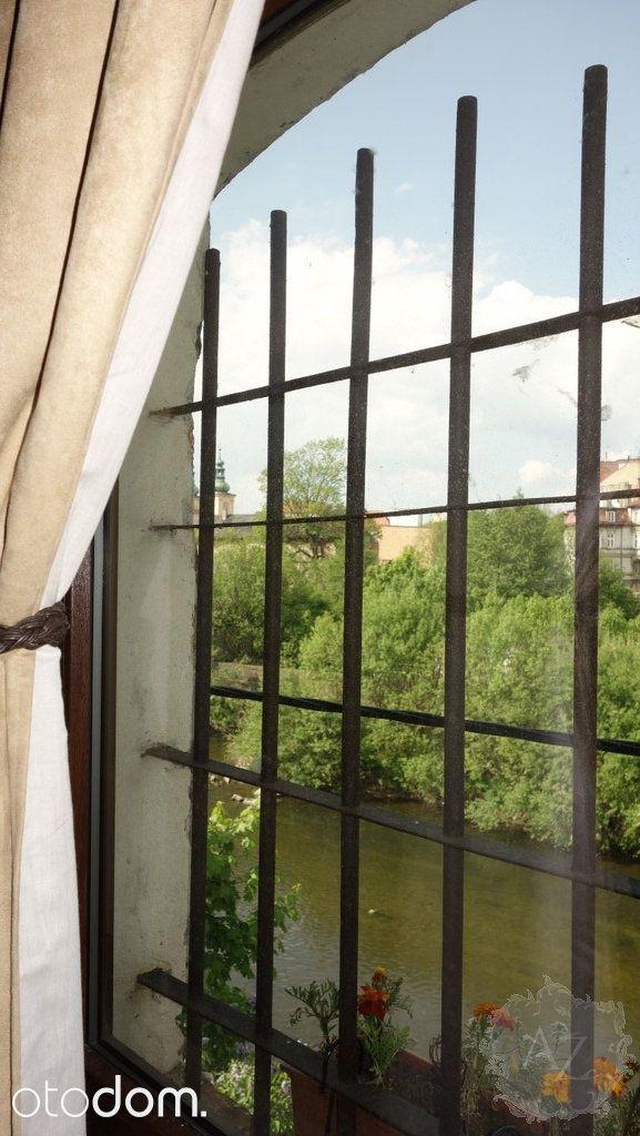 Fantastyczny więcej niż 10 pokojowy dom na sprzedaż w miejscowości Kłodzko, dolnośląskie, Józefa Chełmońskiego, za cenę 799 000 zł. Ten dom na sprzedaż, położony na działce o powierzchni 1 113 m² ma 878 m² powierzchni użytkowej i 878 m² powierzchni całkowitej. Biuro nieruchomości  jako najważniejsze zalety mieszkania wymienia: strych, piwnica, garaż. Otodom 44333370