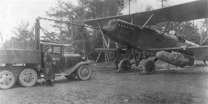 Hucks starter - an auxiliary power unit, nearly always a lorry or truck, that was used to provide initial power to start up piston aircraft engines.
