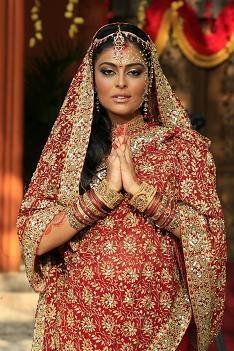 Com quem Raj deve ficar em 'Caminho das Índias': Maya ou Duda?