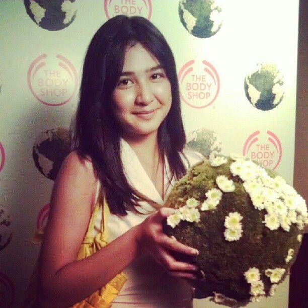 """Buat @miktambayong #BeautyWithHeart identik dengan confidence. Nice! :D"""