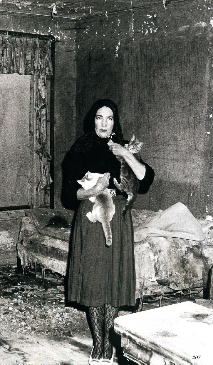Edith bouvier beale little edie nutcase and animal lover - Edith bouvier beale grey gardens ...