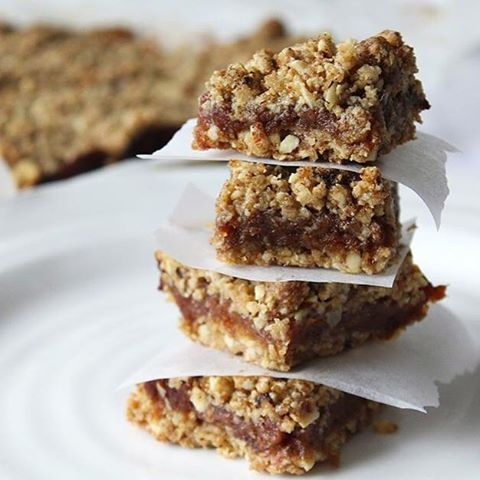 clean date crumble bars + why I never make desserts, on the blog now ...