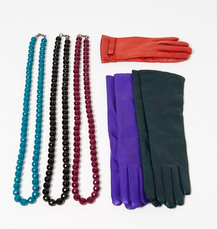 Kecklaces PADOVA, gloves SEM, gloves JUST