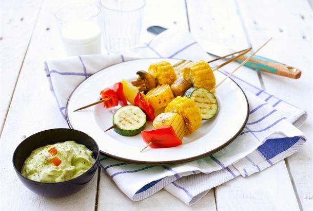 Kasvisvartaat ✦ Grillaaminen kuuluu kesään. Grillissä valmistat nopeasti herkulliset vartaat kauden kasviksista! http://www.valio.fi/reseptit/kasvisvartaat/