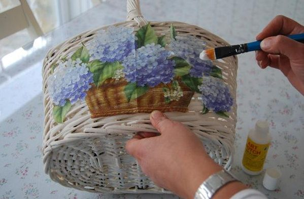 Love this!  I love baskets, gonna do this!