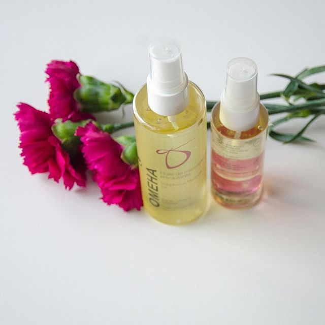 Our massage oils are #organic and #crueltyfree . They are available in two format: 60ml and 120ml⠀  Check out our store and #treatyourself to a non-greasy luxurious massage product 👐⠀  .⠀  .⠀  .⠀  .⠀  .⠀  .⠀  #shoplocal #bestingredients #veganproduct #massage #massageme #massageoil #madeinqc #shopcanada #treatyourskin #wellness #embraceyourself #goodvibes #friyay #pinkflowers #homemassage #ylangylang #essentialoils #giftforus
