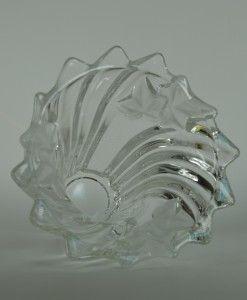 Kristallen vaas met ondoorzichtige blaadjes