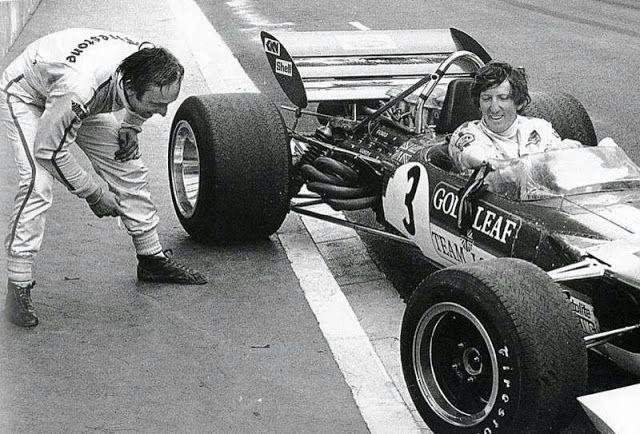 """""""Deixe-me ver o que tem de tão especial neste Lotus, Rindt?"""". Chris Amon e Jochen Rindt durante o fim de semana do GP de Mônaco de 1970."""