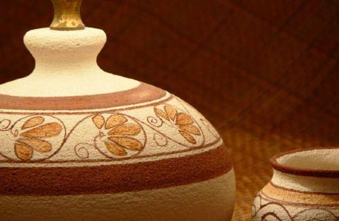 Creare oggetti con l'argilla è una delle attività più gratificanti ed utili al tempo stesso. Com'è noto, il lavoro manuale, permette di scaricare la tensione accumulata.