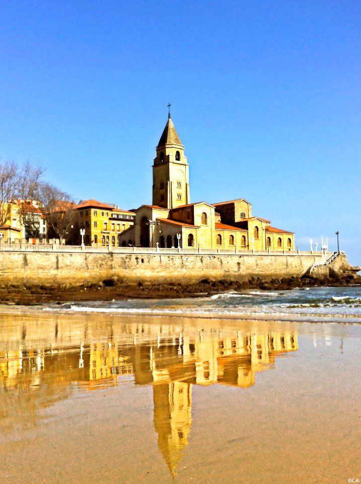 San Lorenzo beach, San Pedro church, Gijón, Asturias, Spain