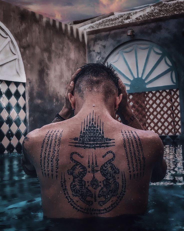 DANIEL LAZAROV Sak yant Rücken Tattoo (traditionelles Thai Tattoo)