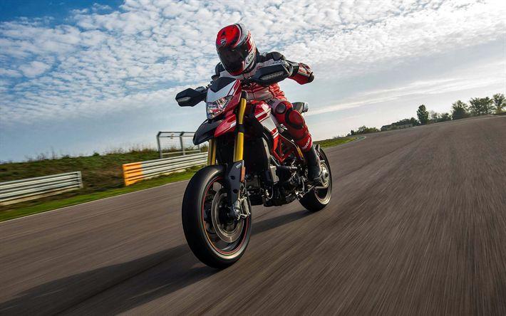 Scarica sfondi Ducati Hypermotard 939 SP, 2017 moto, pilota, superbike, Ducati