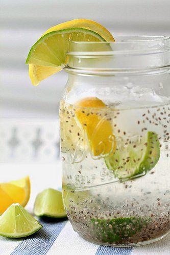 vaso mason jar con semillas de chia y limón