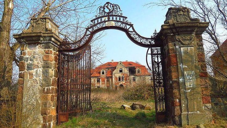 Glinka koło Góry Śląskiej (Dolnośląskie), opuszczony pałac Zobeltitzów