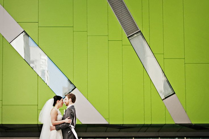 Bride & Groom + green wall