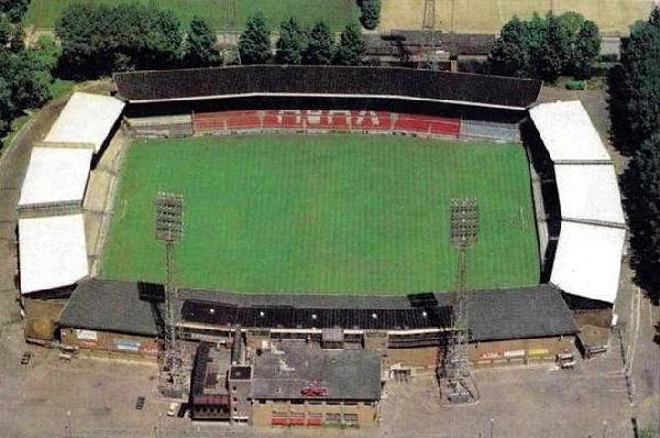 Ajax-stadion De Meer , kan me niet meer herinneren welke wedstrijd van Ajax. Was met studiegenoot bij Ajax. Ook vaak trainingen bezocht