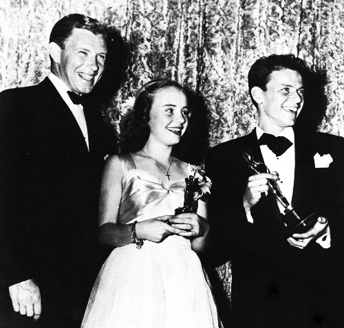 George Murphy, Peggy Ann Garner, and Frank Sinatra at the 1946 Academy Awards