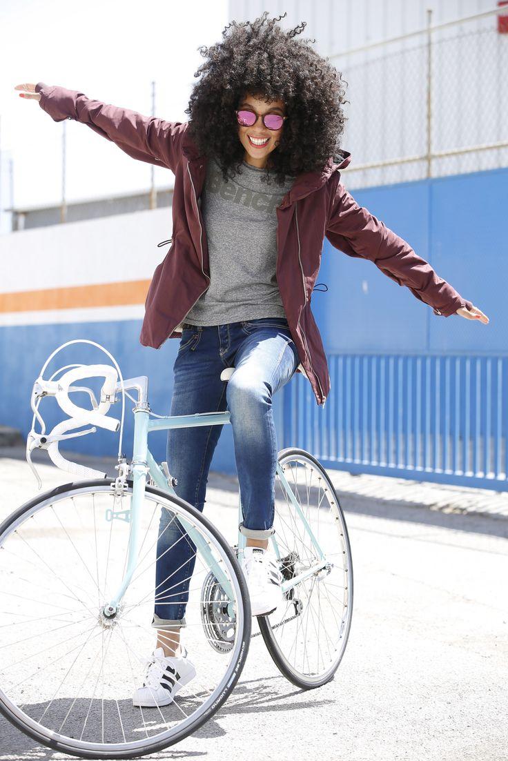 """Unser Pinterest-Team präsentiert: Dein sportlich-cooles Lifestyle-Outfit für den Herbst und Winter. Kapuzenjacke und Shirt von BENCH, eine klassische Slim-fit-Jeans dazu und die adidas Originals """"Superstar"""" – mehr brauchst du nicht zum gut aussehen."""