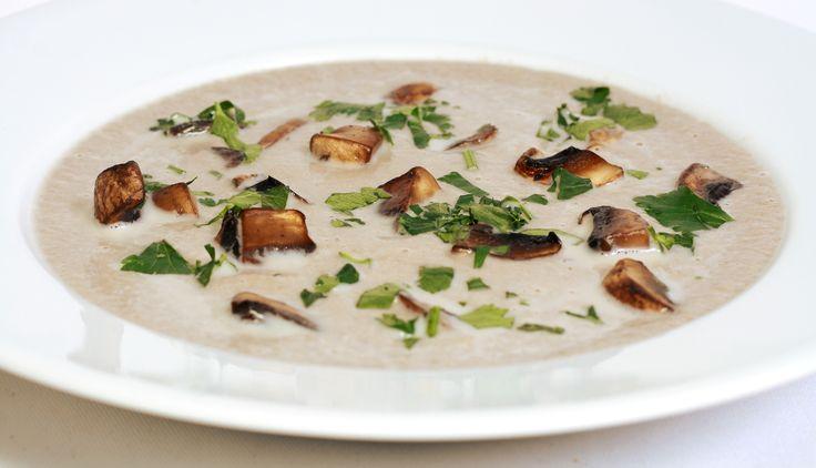 Zupa krem z grzybów: Wspaniały przepis na kremową zupę. Intensywny smak grzybów i kremowy, gładki rezultat. Polecamy!
