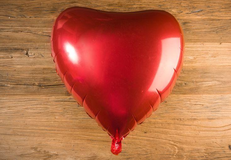 Globo Corazón Metálico Gigante, Color Rojo - LOVERSpack. Con este globo crearas la atmósfera que tanto estás buscando crear para esa ocasión especial, aniversario, cumpleaños, boda o simplemente sorprendera a tu pareja. #decoracióncumpleaños #decoraciónaniversario #decoraciónboda #sorprenderamipareja #regalosoriginales #globos #decorarhabitaciónromántica #nocheromántica #parejas #regalos #sorpresas #LOVERSpack