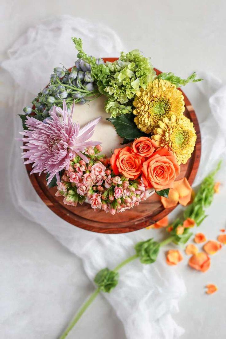 Wie man einen Kuchen mit nicht essbaren Blumen verziert  – Granny's birthday cake