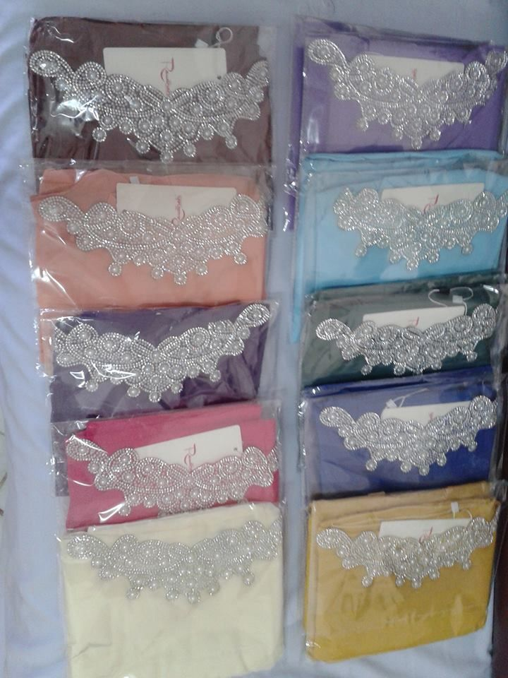 Shawl Express Dewi, suitable for engagement and wedding event.  PRODUCT DESCRIPTION 1. Shawl color: Cream 2. Material: Chiffon + Crystal + Beads 3. Shape: Halfmoon 4. Size: 0.6m x 1.7m 5. Package includes: 1 shawl