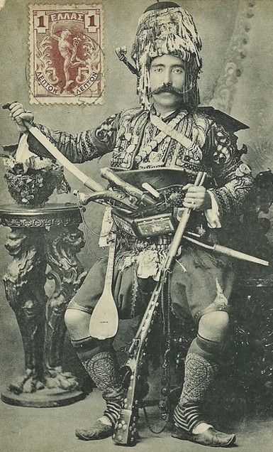 Portrait of a full armed 'Efe' (or: 'Zeybek') from the Izmir region. Late-Ottoman era, end of 19th century. The 'Efe / Zeybek' were the 18th-19th century people's militia of the Aegean coastal area, who sometimes turned themselves into professional brigands.