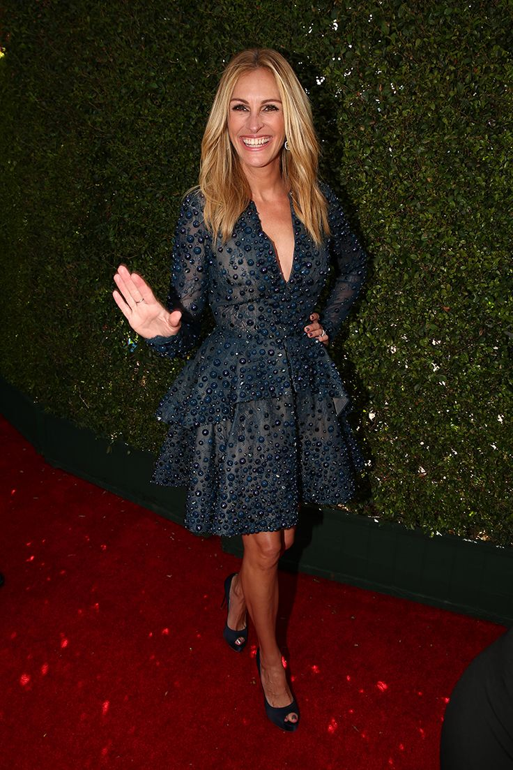 Julia Roberts' fashion risk has definitely placed her in the 'best dressed' category tonight!