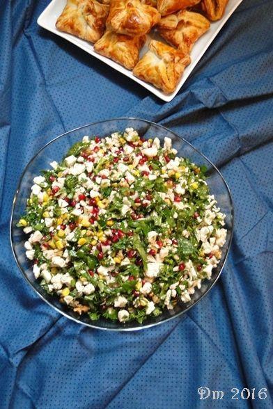 Çiğ Karnabahar Salatası     Malzemeler;   Yarım karnabahar   1 adet nar   Mısır   Damak zevkinize göre yeşillikler;   Yeşil soğan   Ya...