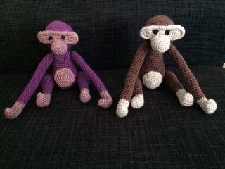 Endnu flere hæklede aber. Hæklet ud fra opskriften i linket