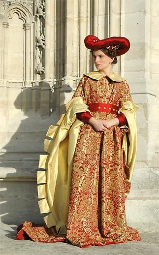 Houppelande-The houppelande first appeared in the late 14th century and would dominate the fashions of the nobility throughout the first half of the 15th century.