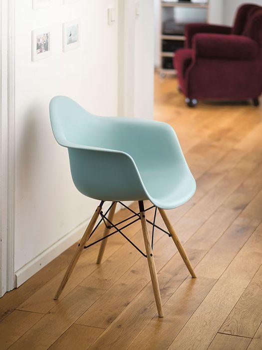 NEU! Eames Armchairs mit einem Gestell in Eichenoptik! Das Original von Vitra – exklusiv bei www.cairo.de!
