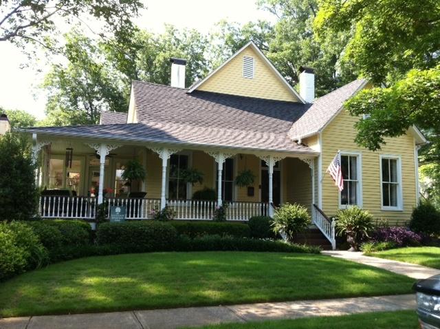 farmhouseFarms House, Beautiful House, Yellow Farmhouse, Dreams House, Sweets House, Yellow Cottage, Yellow House, Pretty Farmhouse, Front Porches