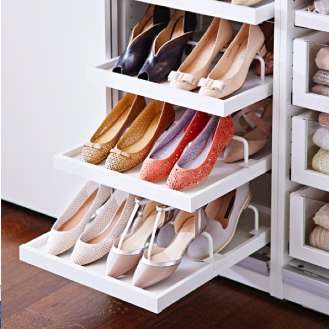 Pick your pair for the day with these helpful KOMPLEMENT interior fittings. #shoes #shoerack #IKEA