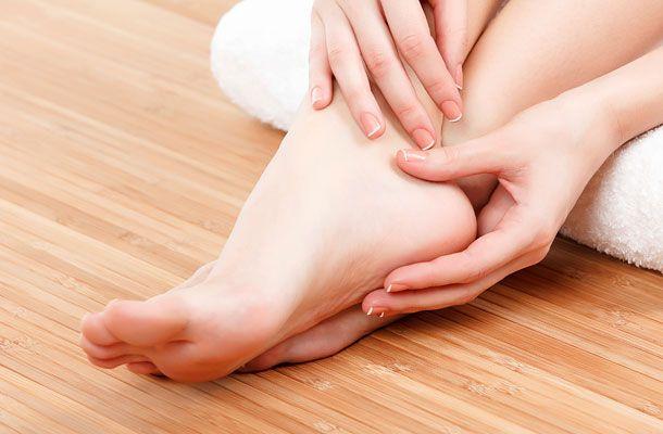 Azonnal feloldja a bőrkeményedést: két dolog kell a talppakoláshoz | femina.hu