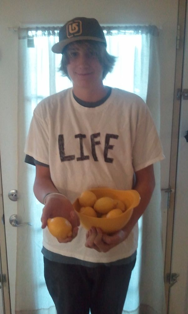 Last-Minute Halloween Costume: Life(handing out lemons)